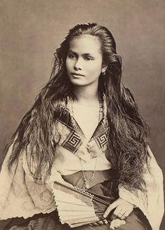 MULHER DE FILIPINAS (FOTO: FLICKR) - Cartão postal de 1900 mostram a beleza feminina da época