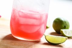 This perfect cosmo drink is one of my favorite classic cocktail recipes. This is what I consider to be the PERFECT recipe for a Cosmopolitan drink! Cosmo Drink, Cosmo Cocktail, Cocktail Drinks, Cosmopolitan Cocktails, Party Food And Drinks, Fun Drinks, Yummy Drinks, Beverages, Cocktails
