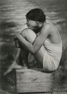 [ BATHING BEAUTY ] by James Van Der Zee of G. G. G. Studio circa 1926