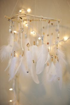 "Dreamcatcher Mobile ""Wedding Star"" What a nice idea. Who made this had a great creativity. Los Dreamcatchers, Dream Catcher Mobile, Dream Catchers, Feather Mobile, Serpentina, Creation Deco, Bedroom Themes, Bedroom Ideas, Bedrooms"