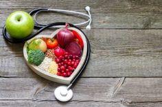 Colesterol alto: seis & alimentos& para reduzir o colesterol e ataque cardíacos. Reversing Heart Disease, Cholesterol Lowering Foods, Cholesterol Levels, Cholesterol Symptoms, Cancer Fighting Foods, Dash Diet, Heart Healthy Recipes, Healthy Eating, Healthy Foods