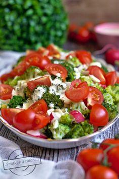 Sałatka brokułowa z rzodkiewką i jajkiem – Smaki na talerzu Cobb Salad, Salad Recipes, Salsa, Cooking, Ethnic Recipes, Food, Kitchen, Eten, Meals