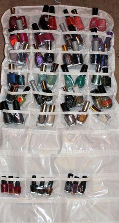 Agrupe cores de esmaltes diferentes em um organizador de sapatos
