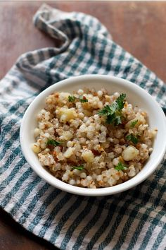 sabudana khichdi (a dry porridge made with tapioca pearls, ground peanuts and coconut) for Navratri. I think I'll try making this with Israeli couscous...