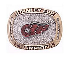 The year 1998 gave us the Stanley Cup championship. It was the Capitals' first time in the finals since the franchise's NHL debut in 1974 but the lost to the Red Wings who won the series for the second year in a row. It was the Wings' ninth Stanley… Detroit Hockey, Detroit Sports, Detroit Lions, Stanley Cup Rings, Original Six, Hockey Pictures, Red Wings Hockey, Ring Of Honor, Championship Rings