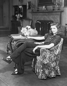 1940s Fashion: Iconic Looks And The Women Who Made Them Famous Katharine Hepburn, Audrey Hepburn, Lee Miller, Sienna Miller, Old Hollywood Stars, Hollywood Glamour, Classic Hollywood, Hollywood Style, Hollywood Icons