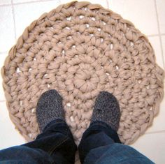How to make a rug from an old blanket (My grandma makes these all the time, I have 3.)
