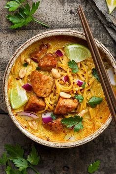Tempeh Khao Soi - Full of Plants <br> Creamy Thai coconut curry soup with marinated tempeh, rice noodles and peanuts. A flavorful and healthy take on the traditional Khao Soi! Tofu Recipes, Healthy Chicken Recipes, Asian Recipes, Whole Food Recipes, Vegetarian Recipes, Cooking Recipes, Ethnic Recipes, Coconut Curry Soup, Thai Coconut
