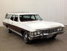 1968 caprice Classic wagon known in the as a safety beaver car because of the laminate wood on the side. Vintage Cars, Antique Cars, Caprice Classic, Wagons For Sale, Sports Wagon, Classic Car Restoration, Chevrolet Caprice, Cars Usa, Car Trailer