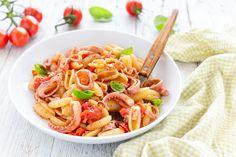 LaPasta con i totani è un primo piatto semplice, velocissimo e gustoso. Non tutti sanno chi alcuni molluschi, come i totani, seppie e calamari hanno bisogno di una cottura molto veloce.