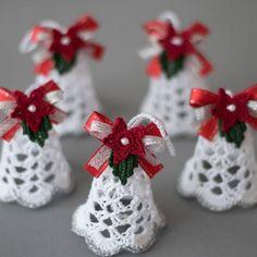 Beautiful Crochet bells, set of 3 x and 1 x bells, Crochet Christmas Decorations, Crochet Christmas Ornaments, Christmas Tree Toppers, Christmas Bells, Christmas Knitting, Christmas Time, Crochet Ornament Patterns, Christmas Crochet Patterns, Holiday Crochet