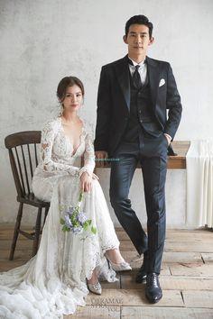 Korean Wedding Photography, Wedding Couple Poses Photography, Wedding Photography Inspiration, Wedding Portraits, Plain Wedding Dress, Casual Wedding, Wedding Dresses, Pre Wedding Poses, Pre Wedding Photoshoot