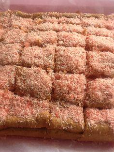 http://frivolidadesdelkioscodelparque.blogspot.com.es/2013/03/bizcocho-de-batido-de-fresa-y-coco.html