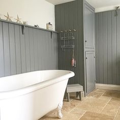 is the ideal colour for a deeply relaxing environment. It works well here with a rolltop bath and wooden paneling! Barn Bathroom, Bathroom Plans, Downstairs Bathroom, Bathroom Storage, Bathroom Ideas, Tiny Bathrooms, Beautiful Bathrooms, Country Bathrooms, Heritage Bathroom