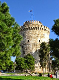 Greece, The White Tower of Thessaloniki a monument and museum on the waterfront of the city of Thessaloniki Greek Beauty, Macedonia, Greece Travel, Athens, Strand, Beautiful Places, To Go, Castle, City