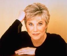 When you think of all the great female vocalists in the history of country music the name Anne Murray should come up right away but is often forgotten. We remember Tammy Wynette and Loretta Lynn and many other but Anne rarely gets the credit she deserves. Country Hits, Best Country Music, Country Music Artists, Country Singers, Hairstyles Over 50, Short Hairstyles For Women, Bob Hairstyles, Call My Friend, Pinterest Hair