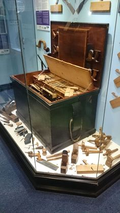 Christopher Schwarz gives us a look inside the seaton tool chest.
