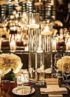 Decorazioni alte con candele - Centrotavola in vetro con candele in immersione.