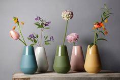Vaas my fair lady turquoise - Fenna Oosterhoff - BijzonderMOOI* - Dutch design Arrangements Ikebana, Floral Arrangements, Diy Living Room Decor, Home Decor, My Fair Lady, Decoration Table, Home Living, Flower Vases, Flower Vase Design