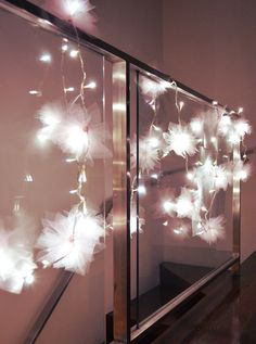 DIY Tulle Flower Fairy Lights - This would be gorgeous at a wedding!