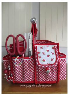 these scrapbooking totes are made by GoGini Totes www.gogini12.blogspot.nl