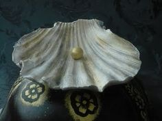 #how to make a #seashell of fondant  with a real seashell as mold. Easy and beautiful.