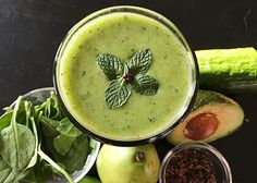 INGREDIENTS: 1 cup (250 ml) unsweetened coconut water 1/2 cup (15 g) spinach 1 small pear ½ avocado ½ cucumber pinch of sea salt 1 tsp maple syrup 4 tbsp fresh mint leaves 2 tbsp cacao nibs 3 – 5 ice cubes