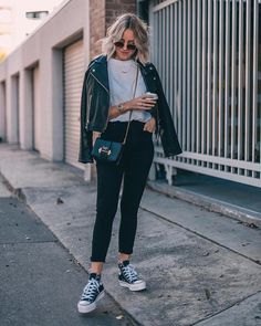 How to rock the casual chic look Basic Outfits, Trendy Outfits, Fall Outfits, Cute Outfits, Fashion Outfits, Womens Fashion, Mode Converse, High Top Converse Outfits, Street Looks
