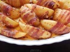 cartofi wedges copti in bacon Bacon, Roast, Potatoes, Wedges, Vegetables, Cooking, Recipes, Food, Archive