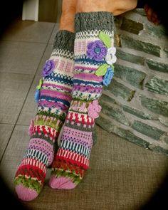 Taas on valmistunut kolmet erilaiset sukat ja lähteneet maailmalle --toivottavasti onnellisille ja tyytyväi...