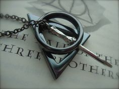 Deathly Hallows necklace... i want