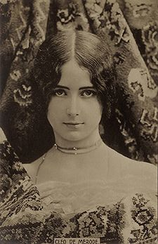Fig. 26. Ogerau, CLEO DE MERODE, C.26, c. 1900. Postcard. Author's collection.