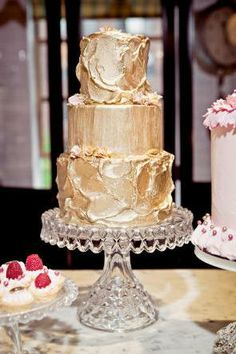 Gold wedding cake ::: Cake spray @ http://www.globalsugarart.com/gold-color-mist-food-color-spray-by-wilton-p-29249.html?gclid=COTf2MHq57sCFcTm7Aodw28Apwgdftrk=gdfV25706_a_7c2149_a_7c8856_a_7c29249