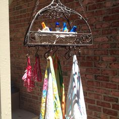 Take a pot rack and hang it by the pool to hang towels and bathing suits on and store sunscreen Outdoor Decor, Bed Cover Design, Outdoor Shower, Pool Hot Tub, Diy Hanging, Pool Decor, Pot Rack, Pool Towels, Repurposed Items