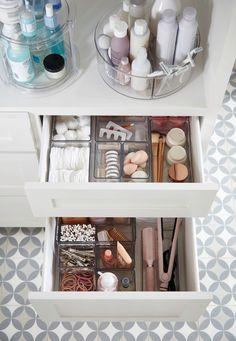 Bathroom Organisation, Life Organization, Bathroom Storage, Makeup Organization, Bathroom Ideas, Small Bathroom, Bedroom Small, Makeup Storage, Bathroom Interior