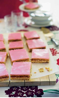 3 Scrumptious No-Bake Desserts For Beginners - Typical Miracle Köstliche Desserts, Delicious Desserts, Dessert Recipes, Finnish Recipes, Pastry Board, Recipes From Heaven, Retro, Amazing Cakes, Sweet Recipes