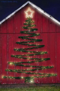 Welcome the festive season of Christmas with beautiful Christmas Outdoor Decor Ideas. From gleaming Christmas lights to outdoor Christmas trees & more. Noel Christmas, Christmas Projects, All Things Christmas, Winter Christmas, Simple Christmas, Vintage Christmas, Cowboy Christmas, How To Make Christmas Tree Last Longer, Primitive Christmas