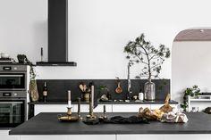 """Hemmafixbloggen Inredning DIY on Instagram: """"Samarbete - FÖRE & EFTER - Idag visar jag resultatet av köksrenoveringen jag berättade om för ett tag sedan. Ni kan ju tänka er hur glada…"""" Home Kitchens, Oversized Mirror, Visa, Furniture, Instagram, Home Decor, Decoration Home, Room Decor, Kitchen"""
