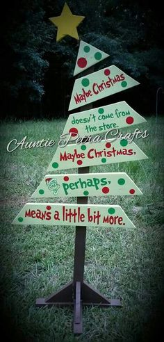 Grinch Christmas Crafts and Decorations Grinch Pallet Christmas Tree. Pallet Christmas Tree, Christmas Wood, Christmas Signs, Christmas Projects, Christmas Themes, Winter Christmas, Pallet Tree, Grinch Christmas Decorations Outdoor, Grinch Decorations