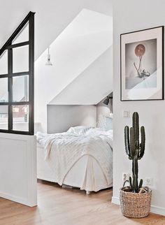 Ce petit appartement sous les toits est parfaitement aménagé, et si sa surface est réduite, jamais l'impression d'étroitesse ne se fait ressentir, grâce à l'ouverture des espaces les uns sur les autre