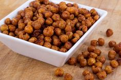 These roasted chick peas with paprika are a cost effective and delicious snack, alternatively try them on salads to add texture and crunch. Healthy Summer Snacks, Yummy Snacks, Whole Food Recipes, Dog Food Recipes, Healthy Recipes, Roast, Online Recipes, Salads, Texture