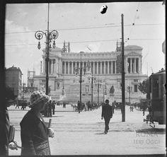 Piazza Venezia ca) Bucharest, Old City, Old Photos, Polaroid, Louvre, Street View, Shapes, Memories, Times