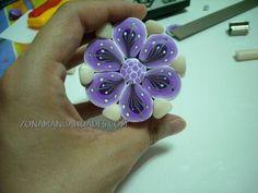 murrina flor morada 2 by Almudena73, via Flickr - video here: http://www.abctoutvu.com/c-beau/video/318/1/realiser-une-fleur-en-pate-polymere/