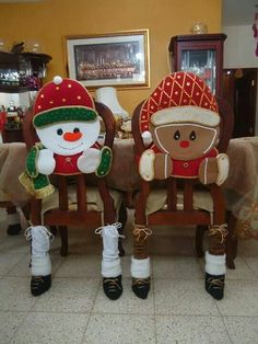 Gladys Fernandez Vitovis's media content and analytics Christmas Elf Doll, Christmas Sewing, Christmas Projects, Christmas Stockings, Christmas Holidays, Xmas, Christmas Ideas, Christmas Chair Covers, Christmas Table Cloth