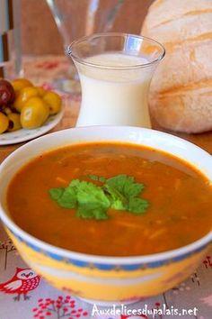 Harira de Choumicha Recette marocaine.                                                                                                                                                                                 Plus Ramadan Recipes, Ramadan Food, My Recipes, Meal Prep, Food And Drink, Menu, Pudding, Desserts, Blender