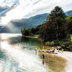 In het kleine Slovenië kan je strand aan de kust kiezen of zwemmen in de 47.000 kilometer van rivieren, 80 bronnen van thermaalwater en honderden meren.