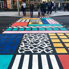 19 Must-See Projects From The London Design Festival For the Better Bankside project, designer Camille Walala emblazoned a crosswalk with punchy patterns inspired by the Memphis group. Passage Piéton, Estilo Kitsch, Camille Walala, Urban Intervention, Street Painting, Memphis Design, London Design Festival, Street Furniture, Environmental Design