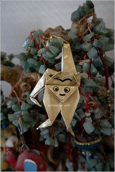 Chinese New Year is just a month away and we will be welcoming the Fire Monkey this year. Let's make this cute origami monkey to welcome the year of the Monkey. Year Of The Tiger, Year Of The Rabbit, Year Of The Snake, Year Of The Monkey, Year Of The Dragon, Year Of The Horse, Chinese New Year Zodiac, Chinese New Year 2016, Origami Monkey