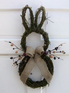 Primitive Country Easter Bunny Door Wreath, Rustic Easter craft ideas, DIY Easter craft ideas