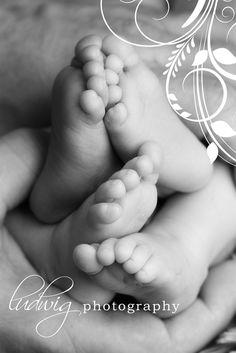 newborn baby twin boys | Newborn twin boys at 1 month old. RI newborn photography.